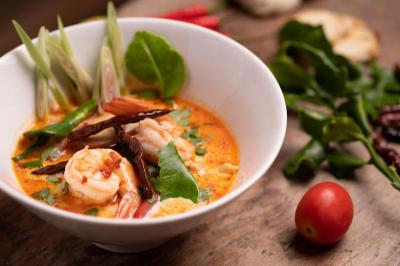 Tom Yum Kung (Hot and sour prawn soup)